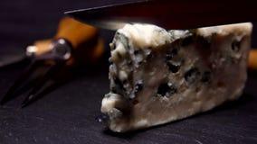 Nóż odcina kawałek foremka ser zdjęcie wideo