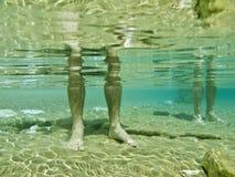 nóg mężczyzna s underwater Zdjęcie Royalty Free