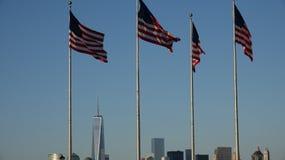 Nós bandeiras e Freedom Tower imagens de stock royalty free