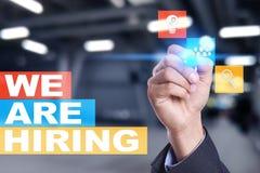 Nós estamos contratando o texto na tela virtual recruitment Hora Gestão de recursos humanos Conceito do negócio fotografia de stock royalty free