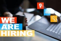 Nós estamos contratando o texto na tela virtual recruitment Hora Gestão de recursos humanos Conceito do negócio fotos de stock
