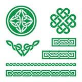 Nós, tranças e testes padrões verdes celtas - vetor Fotos de Stock Royalty Free