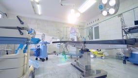 Nöd- medicinskt rum Kirurgirum i ett sjukhus stock video