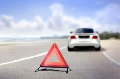 Nöd- stopp för bil på vägsidan Arkivbilder
