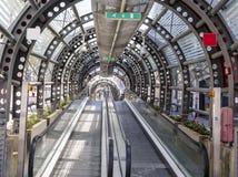 Nöd- utgång med rulltrappan - Palermo, Sicilien - Augusti 2016 Royaltyfri Bild