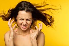 Nödläge för kvinna för emotionell sammanbrott för spänning ilsket arkivbilder