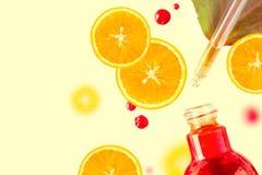 Nödvändig olja för citrus, serum för vitamin c, terapi för skönhetomsorgarom Organisk Spa skönhetsmedel med växt- tona för ingred arkivfoto