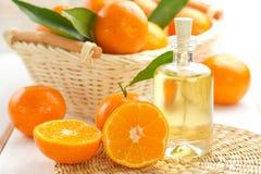 Nödvändig olja för Tangerine Arkivbilder
