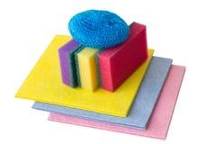 Nödvändiga objekt för tvättande disk som isoleras på vit bakgrund arkivfoto