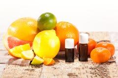 Nödvändiga oljor från frukter Royaltyfria Bilder