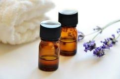 Nödvändiga oljor med lavendel Royaltyfria Bilder