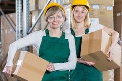 Nöjda kvinnliga arbetare Arkivbild