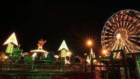 Nöjesfält på natten med ferrishjulet stock video
