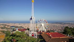 Nöjesfält på Tibidabo i Barcelona, Spanien stock video