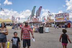 Nöjesgata på den 17th årliga Salem Fair Fotografering för Bildbyråer