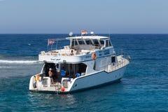 Nöjeyacht i Röda havet Arkivbild