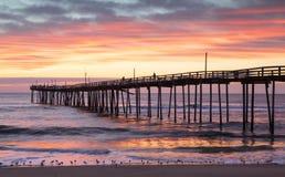 Nörgelt Kopf Nord-Carolina Fishing Pier Sunrise stockbilder