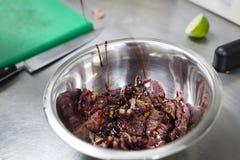 Nötkött besegrar detaljeringbegrepp inom köket royaltyfri bild