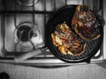 Nötkött/biff i en panna Royaltyfri Fotografi