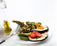 Nötkött med grillade grönsaker Royaltyfri Fotografi