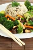Nötkött med rice och veggies Arkivbild