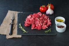 nötkött skära i tärningar rått Arkivbild