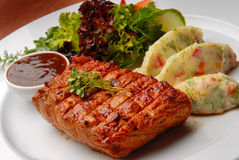 nötkött stekt grilmeat Arkivbild