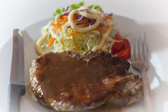 Nötköttbiff och grönsaker Fotografering för Bildbyråer