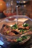 Nötköttbiffar i köket Fotografering för Bildbyråer