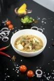 Nötköttmassamancurry, thai kokkonst royaltyfri foto