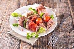 Nötköttsteknål, grillfest Arkivfoto