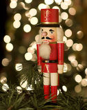 Nötknäppare vid julgranen Royaltyfri Fotografi