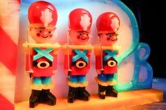 Nötknäppareteckenstaty som göras av is Fotografering för Bildbyråer