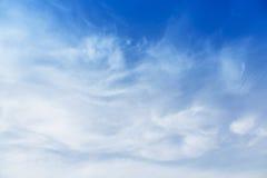 Núblese con el cielo azul Fotos de archivo