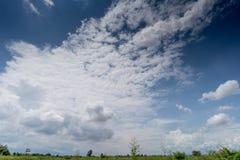 Núblese con el cielo azul Fotografía de archivo libre de regalías