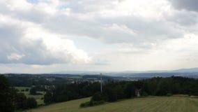 Núblese el lapso de tiempo en paisaje checo cerca de Ceske Budejovice almacen de metraje de vídeo