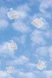 Núblese la metáfora computacional del concepto de la seguridad de datos del almacenamiento, cloudscape azul brillante del cielo d Fotos de archivo