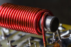 Núcleo de ferro com o envoltório do fio elétrico imagens de stock royalty free