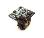 Núcleo para fora queimado de um recharger móvel no branco Imagens de Stock Royalty Free