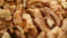 Núcleos da noz que giram, ricos nutritivos dos produtos alimentares nos minerais e vitaminas filme