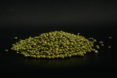 Núcleos de milho tailandeses disparados no preto Fotos de Stock Royalty Free