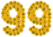 Número árabe 99, noventa y nueve, de las flores amarillas del ranúnculo Foto de archivo