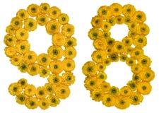 Número árabe 98, noventa y ocho, de las flores amarillas del buttercu Imagenes de archivo