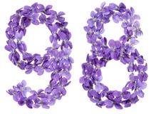 Número árabe 98, noventa y ocho, de las flores de la viola, aisladas Fotos de archivo