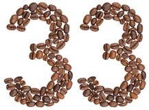 Número árabe 33, treinta y tres, de los granos de café, aislados encendido Imágenes de archivo libres de regalías