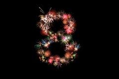 Número 8 Alfabeto del número hecho de fuegos artificiales reales Imágenes de archivo libres de regalías
