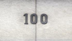 Número ciento en una casa Fotos de archivo