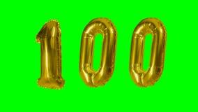 Número 100 cientos años del cumpleaños de globo de oro del aniversario que flota en la pantalla verde - almacen de metraje de vídeo
