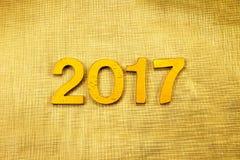 Número 2017 colocado no fundo elegante do encanto do ouro para o YE novo Imagens de Stock Royalty Free