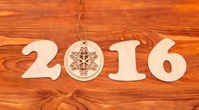 Número de la Feliz Año Nuevo 2016 hecho de la madera Fotos de archivo